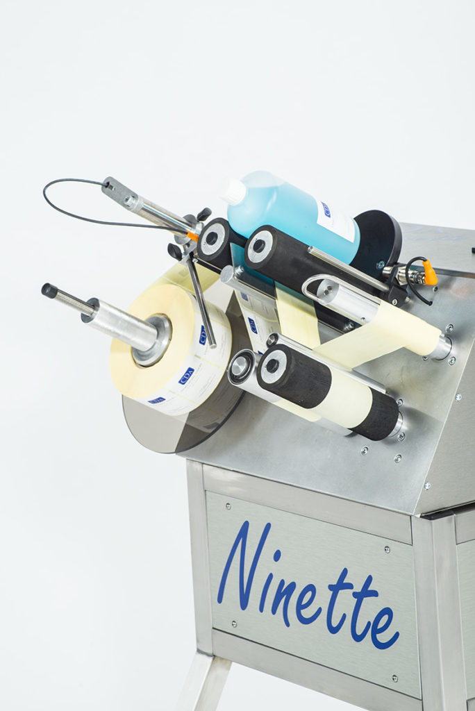 ninette 1 CDA semi-automatic labelling machine for all industrial sectors