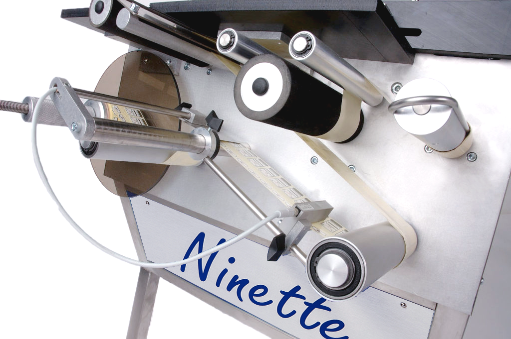 Ninette Flat Products, CDA's semi-automatic labelling machine for all industrial sectors
