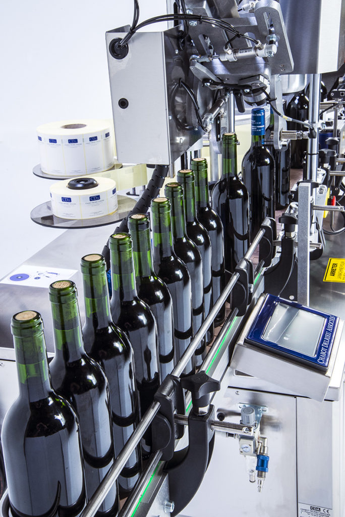 CDA's regionale automatic wine bottle labelling machine