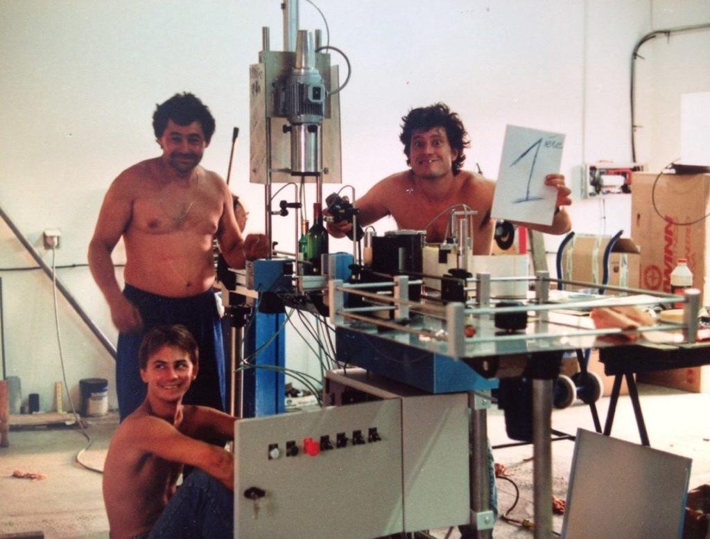 первая полуавтоматическая этикетировочная машина СДА